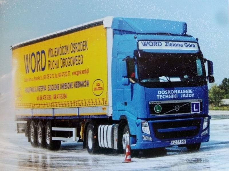 Niebieska ciężarówka szkoleniowa